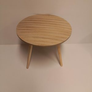 mesa de madera auxiliar