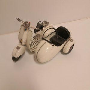 Sidecar metálico de colección antiguo