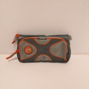 Estuche gris y naranja caroche