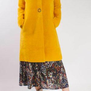 abrigo-cuello-alto-amarillo-lopezientos